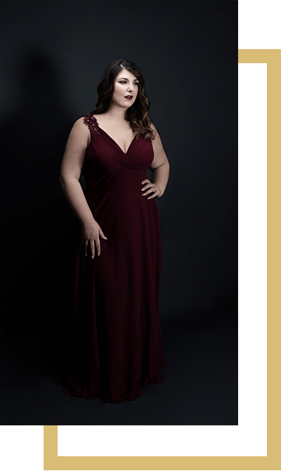 Photo of the Italian soprano Marta Mari. The photo by photographer Stefania Grigoli portrays the full-length singer wearing a long red dress.
